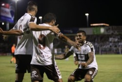 Platense igualó a los líderes en la Primera Nacional. Con goles de Coki Susvielles y Rossi, venció 2-1 a Atlanta (lleva 5 sin ganar).