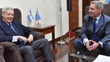 Cumbre. El exmandatario radical y un encuentro con el actual gobernador en el despacho de Fontana 50.