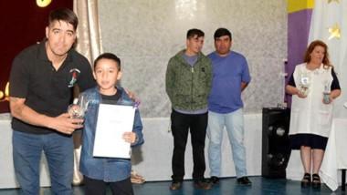 Una ceremonia muy emotiva vivieron los chicos que terminaron sexto grado en la Escuela Nº 54.