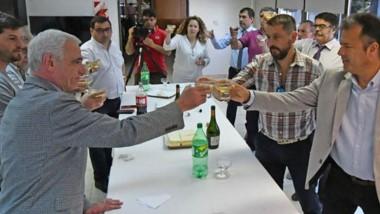 Brindis. El ministro Vivas convocó a la prensa para la tradicional despedida del año en la sede de Rawson.