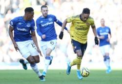 Everton  suma un punto y se coloca 15º con 19 puntos mientras que Arsenal  sube al 9º puesto con 23 puntos.
