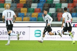 Rodrigo De Paul anotó el primer gol del Udinese en la victoria 2-1 sobre Cagliari y mandó a callar a la hinchada.