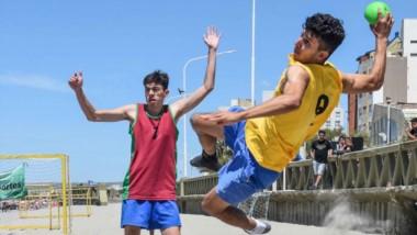 El equipo Paso Cero derrotó en semifinales a Frijolines, por 2-0, y luego en la final, el elenco de Trelew venció a Madryn Beach Handball, también 2-0.