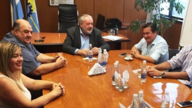Promociones. El encuentro entre el ministro de Turismo y las autoridades del Banco para coordinar.