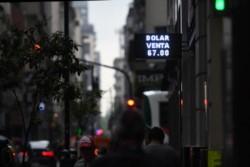 Los no residentes podrán acceder a la compra de divisas solo con la conformidad del BCRA.