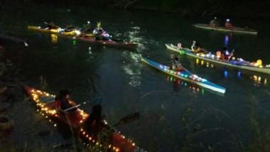 El viernes por la tarde noche, las embarcaciones del club Camwy Cayak Gaiman realizaron un trayecto simbólico en aguas del Río Chubut. Luego compartieron una cena y cerraron el  año.
