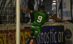 Toloza, que hace 2 años jugó un torneo federal con Germinal, le dio la victoria al Verde de Caballito.