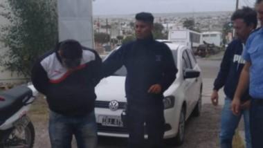 El individuo de 42 años poseía una solicitud judicial de captura vigente.