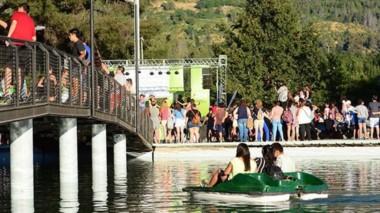 Gran temporada. El verano se hace notar en El Bolsón y aumenta la necesidad de una terminal de ómnibus.