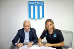 Antes de su presentación oficial, Sebastián Beccacece firmó su contrato junto al presidente Víctor Blanco.