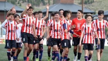Racing Club celebra el pase a la fase nacional. Allí jugará ante Rosario Central en condición de visitante.