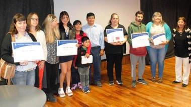 Los alumnos destacados de la ciudad de Esquel recibieron la distinción de las legisladoras de la zona.