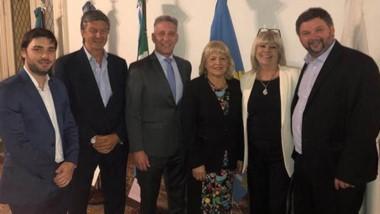 El gobernador junto a los cinco diputados nacionales por Chubut que estarán en el nuevo Congreso.