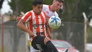 Brian Castillo acordó de palabra su incorporación a Huracán de Comodoro Rivadavia. Otros jugadores del plantel tienen ofertas para emigrar.
