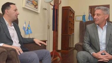 Diálogo. El intendente y el gobernador discutieron acerca de los problemas con la mayorista de energía.