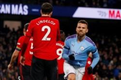 A pesar del descuento de Otamendi y de la embestida del final, el United venció 2-1 al City como visitante con goles de Rashford y Martial.