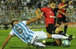 Atlético Tucumán y Newell's empataron 2 a 2 en un partido picante.