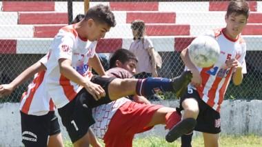 """El """"Globo"""" conquistó el último trofeo del año en el fútbol infanto-juvenil de la Liga del Valle."""