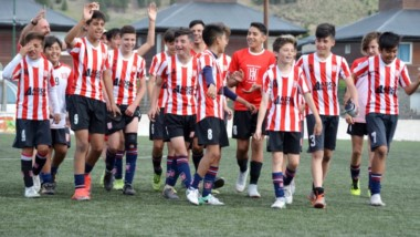 La categoría Sub 13 de Racing Club de Trelew demolió por 4-0 a Belgrano de Esquel el pasado miércoles en condición de visitante.