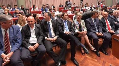 Presente. Desde la izquierda, Ongarato, Gustavo Sastre, Maderna, Luque, González y Mac Karthy.