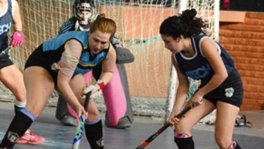 """Entre hoy y mañana, el gimnasio """"Héroes de Malvinas"""" de Playa Unión recibirá el torneo de hockey indoor."""