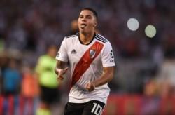 """""""Juanfer"""" marcó un golazo de tiro libre para abrir el marcador en Nuñez."""