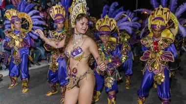 Ni siquiera el fuerte viento que sopló durante buena parte de la jornada opacó el brillo que tuvieron los carnavales de Dolavon este sábado.