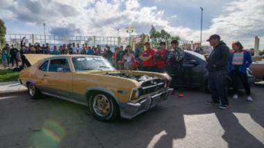 """Más de 50 vehículos se exhibieron el pasado domingo en la Plaza Alfredo García en la """"Expo Autos""""."""