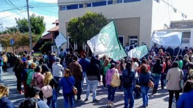 La manifestación de ayer con los auxiliares a los que se sumarán trabajadores de la Administración Central.