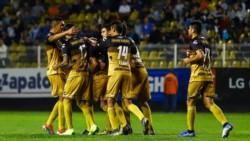 Los Dorados de Diego Maradona ganaron por goleada y tomaron el liderato de grupo en la Copa del fútbol mexicano.