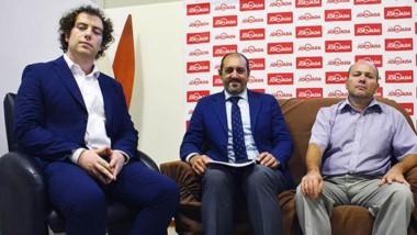 El abogado Ruy  Sechi Lloyd, el doctor Gustavo Calvinho y a su izquierda, el doctor Leandro  Sechi.