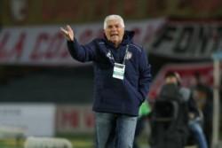 Al técnico de Colón, Julio Comesaña, no le gustó nada que le filtren la formación titular.