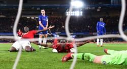 Con goles de Paul Pogba y Ander Herrera, Manchester United venció al Chelsea de visitante.