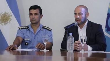 En sociedad. El ministro y el jefe de la Policía explicaron el Registro.
