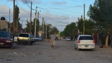 Escenario. La cuadra donde se produjo el sangriento asesinato, en el corazón del barrio Inta de Trelew.