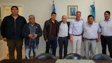 Cumbre. El gobernador junto a los sindicatos del petróleo compartieron un encuentro político.