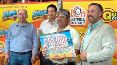 """El afortunado  vecino de Sarmiento que ganó 50 mil en  """"El Viajero"""" que se jugó por primera vez en Telsen."""