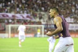 En una pelota parada, Sand la luchó y metió el gol sobre el final en la fecha pasada contra Colón.