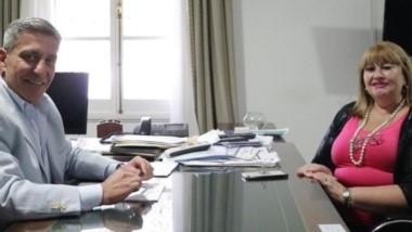 Encuentro. Ana Llanos visitó al gobernador Arcioni y abrió la puerta a un acuerdo.