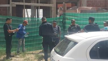 Los efectivos policiales inspeccionaron obras, hoteles y las calles.