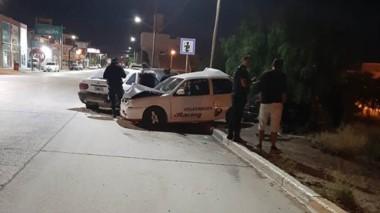 El choque de los autos fue frente a la Comisaría Tercera de Policía.