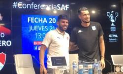 Silvio Romero bromeó sobre su edad en la conferencia de prensa junto a Gabriel Arias.