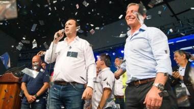 Papelitos. El intendente Maderna recibió el respaldo explícito del gobernador Arcioni para su búsqueda de otro período en la Municipalidad.
