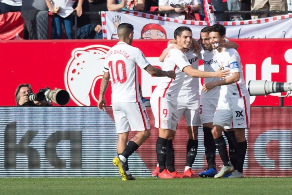 Quinto gol de Gabriel Mercado en la Liga de España con Sevilla. Puso el 2-1 parcial sobre el final del primer tiempo.