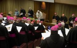 El Vaticano se declara consciente de que uno de los principales problemas de esta plaga de abusos, es el encubrimiento de los abusos por parte de los obispos.