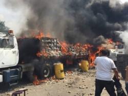 Los camiones fueron quemados del lado colombiano del puente, para acusar a las fuerzas de Maduro al fracasar el ingreso.