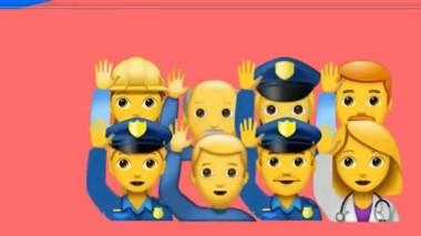 Detalles. Tres policías aparecen entre los emojis de Papaiani.
