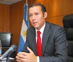 El gobernador Gutiérrez, de posiciones cercanas a la Casa Rosada, en el foco del reclamo.