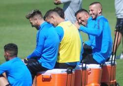 Alfaro piensa el equipo para viajar a Santa Fe y jugar ante Unión: Benedetto y Tevez descansarían para ser titulares el martes en Bolivia.