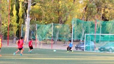 El torneo de fútbol infantil se disputará en la cancha de césped sintético que posée el club en su predio.